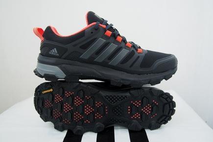 99fa991c3acf Представляю вашему вниманию кроссовки демисезон-зима для активного образа  жизни от фирмы Adidas. Обувь не даёт 100% защиты от влаги, но если её  использовать ...